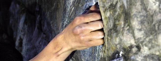 初心者限定!クライミング体験 清流の流れを聴きながら憧れの岩登りを