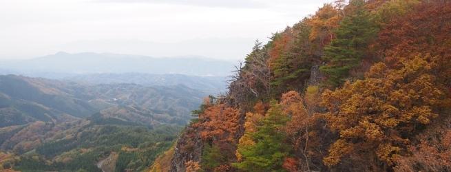 フォト&トレック~霊山編~ 岩山の荒々しさと美しい紅葉