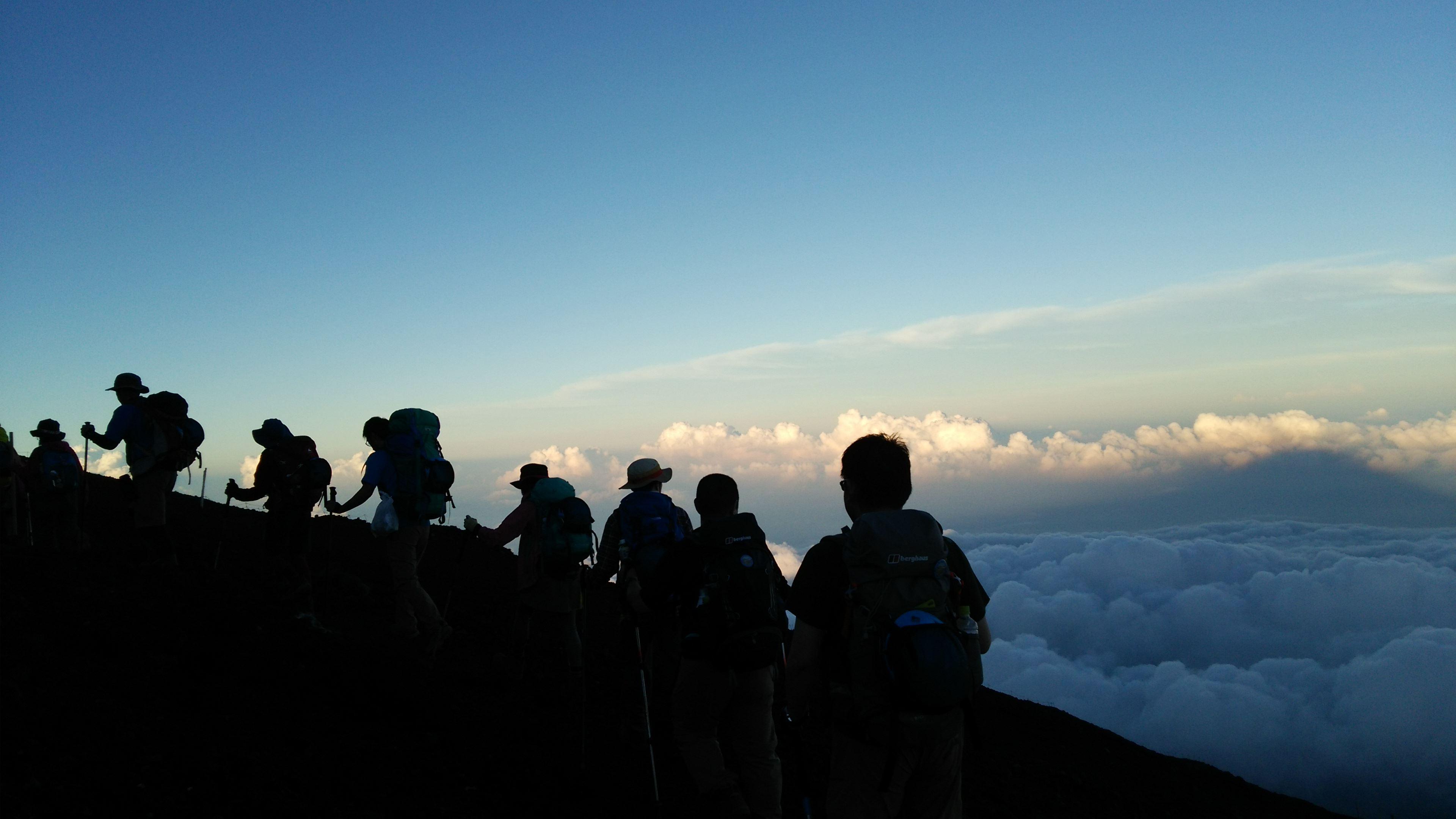 ホールアース自然学校の富士登山